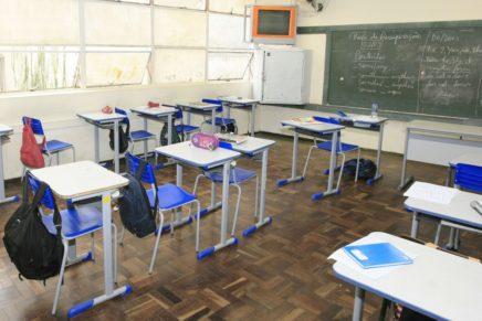 Está cada vez mais difícil encontrar professores no Paraná
