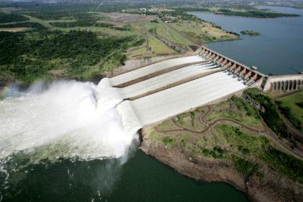 Itaipu comemora marca de 2,5 bilhões de MWh de energia limpa e renovável