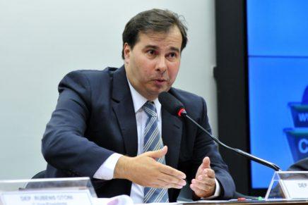 Centrais sindicais pedem para Maia adiar votação da Previdência para 2018