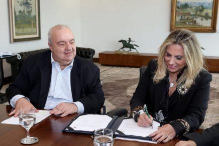 Rafael Greca diz a rádio que apoiará Cida Borghetti em 2018