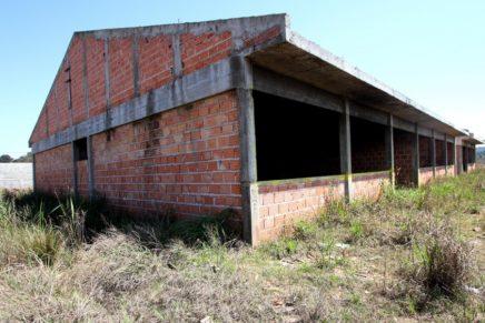 Por desvio em escolas, TCE cobra devolução de R$ 5,4 mi