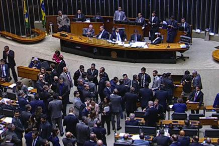 Câmara aprova decreto de intervenção federal no Rio de Janeiro