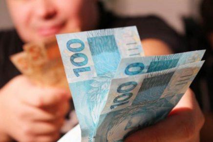 1% dos mais ricos ganha 36 vezes mais que a metade mais pobre, diz IBGE