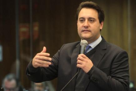 Ratinho Junior pede correção salarial para servidores do Estado