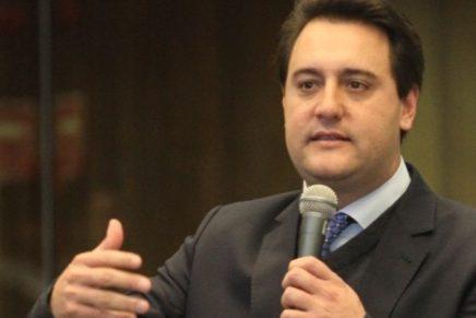 Ratinho Jr lidera pesquisa para o governo, seguido de Osmar Dias