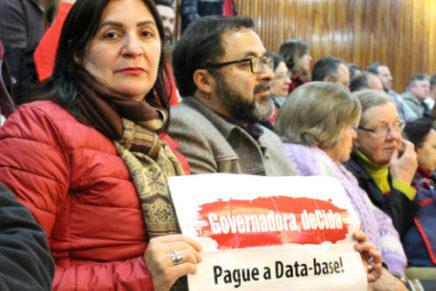 Governo adia decisão da data-base. Pressão dos(as) servidores(as) continua!