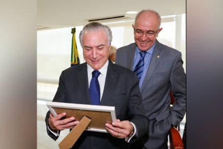 Canalhas votam a doação de bilhões de barris do pré-sal