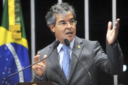Senadores farão visita a Lula