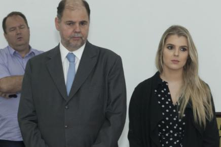"""Poucos políticos que não disputam reeleição apostam em """"herdeiros"""" no Paraná"""