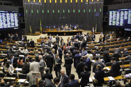 Deputados que perderam nas urnas gastaram R$ 400 mil após eleição