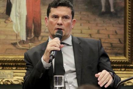 Bolsonaro fatia pacote, e Moro diz que caixa 2 não tem gravidade de corrupção