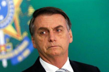 Folha manda Bolsonaro sair do Twitter e governar