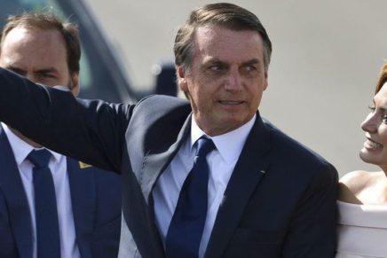 Investigação sobre Flávio Bolsonaro pode atingir milícias, PSL e primeira-dama