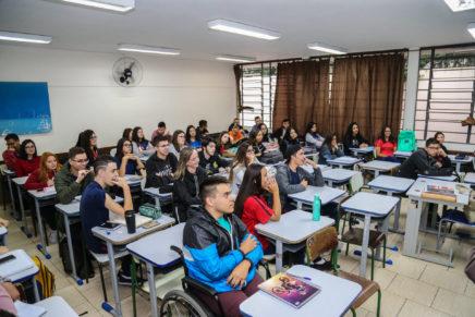 Governo adota novas medidas para combate ao abandono escolar