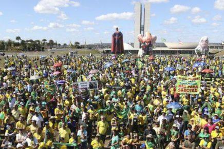 Um terço dos brasileiros apoiaria fechar STF e Congresso
