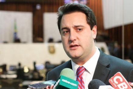 Ratinho Junior entre os governadores com melhor avaliação no país