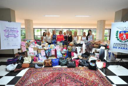 Procuradoria da Mulher da Alep entrega kits de higiene para Amigas da Mama