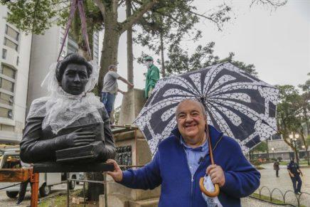 Praças recebem réplicas de bustos de personalidades da cidade