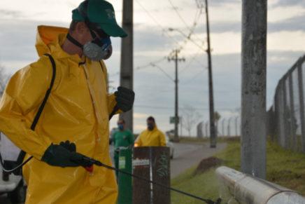 Limpeza de equipamentos e espaços públicos ajuda a combater a proliferação do Coronavírus em Pinhais