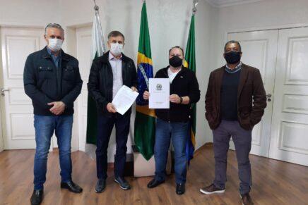 Quatro Barras recebe recursos do deputado Luizão Goulart para a saúde e a infraestrutura