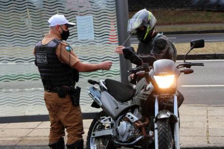 Metade dos acidentes de trânsito em Curitiba envolve motociclistas, diz estudo do BPTran