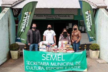 Mais de 100 quilos de alimentos são arrecadados no Pedala Paraná em Pinhais